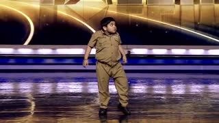 8 year Indiyche dancing crazy and insane jury and audience - Video