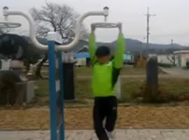 Korean Man Spins Really Fast - Video