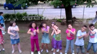 Kid's crazy dance - Video