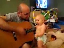 Baby sing with a dad - Video