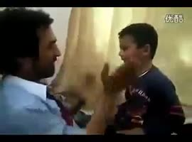 Baby Slapping his dad - Video