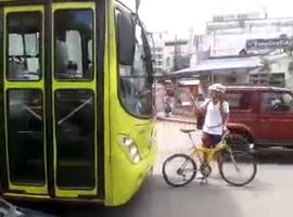 Cyclist Shouldn't Have Messed with Bus - Video