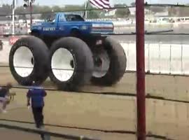 jeep with large tires - Video
