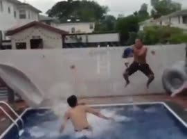 amazing jump in the pool - Video