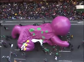 Barney Balloon Pops During Thankgsgiving Day Parade - Video