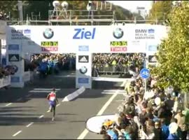 Man in Yellow Steals Marathon World Record - Video