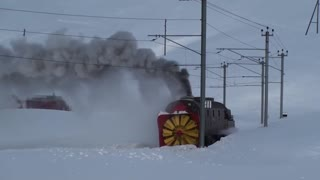When the current is weak, help comes steam! Rotary steam snowplow cleans rails - Video