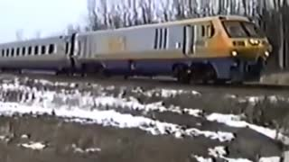 Driver stopped a passenger train in an urgent situation! Everything is decided in seconds! - Video