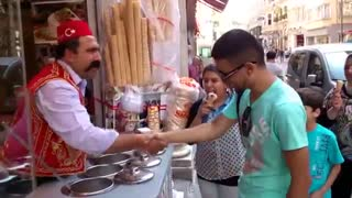 The seller of ice cream - magician - Video