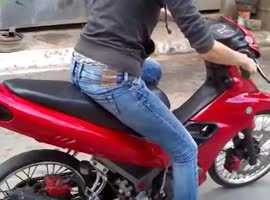 GIRL TRIES TO RIDE A SCOOTER FOR FIRST TIME - Video