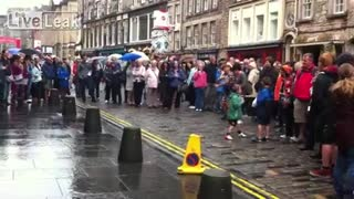 The kid overshadowed street entertainers! - Video