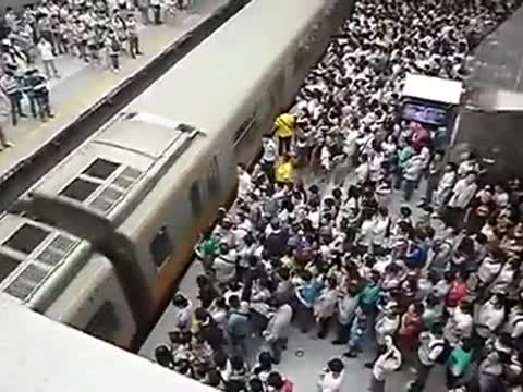 Incredibly Crowded Subway In Beijing