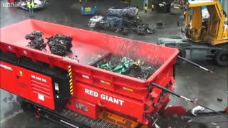 Powerful machine crushed car - Video