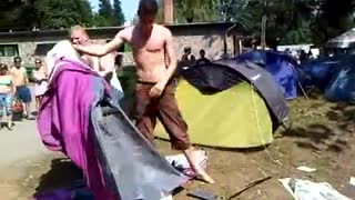 Two drunks trying to assemble the tent. - Video