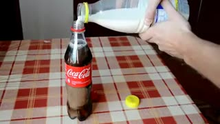 Cola and milk interesting reaction - Video