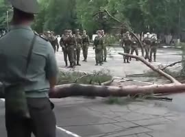 Unexpected surprise during a military ceremony - Video