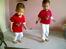 Dancing cute babies - Video