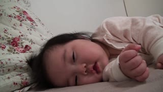 Six-month Yerin wakes up from her nap - Video