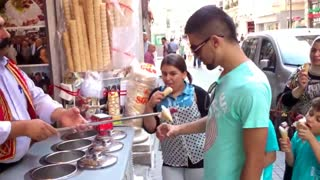 Seller of ice cream with a very deft hand makes amazing show. - Video