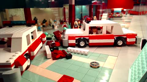 LEGO Re-Enactment of 'Blue Brothers' Mall Chase!