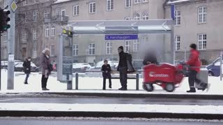 Would you help a child who freezes to death? Social experiment ...! - Video