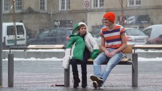 Would you help a child freezes to death? - Video