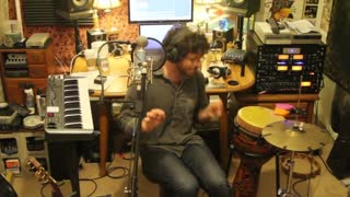 Amazing Live Looping Covering No Scrubs - Video