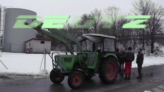 "See what happens when the tractor is ""try"" against the Porsche Cayenne! And guess - Video"