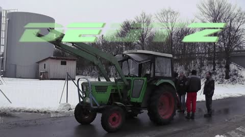 "See what happens when the tractor is ""try"" against the Porsche Cayenne! And guess"