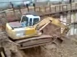 crazy jump with excavator - Video