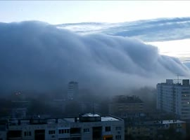 fog descends over the city - Video