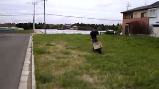 It is a powerful wheelbarrow. - Video