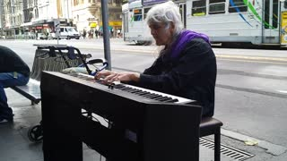 Street Pianist Improvises Incredible Performance!