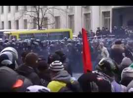 Ukraine protesters storm Kiev mayor's office Kyiv clash police - Video