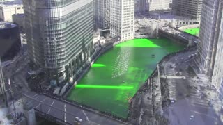 Dying the Chicago River Green for St. Patrick's Day - Video