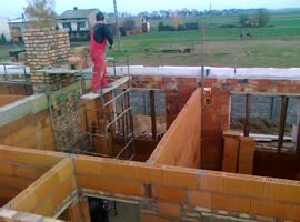 Clever Bricklayers Use Flying Shovel