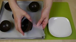 How to make chocolate bowls - Video