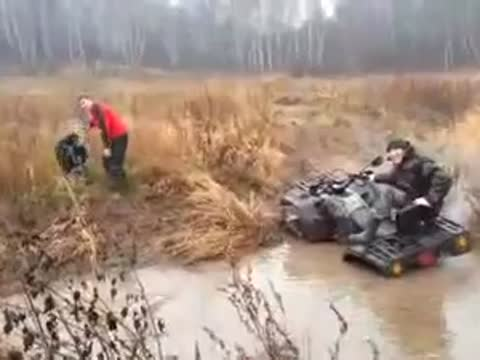 ME TRY TO RIDE A QUAD THROUGH MUD