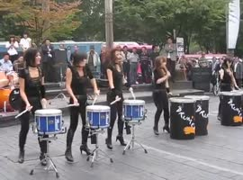 Pretty cool drum band - Video