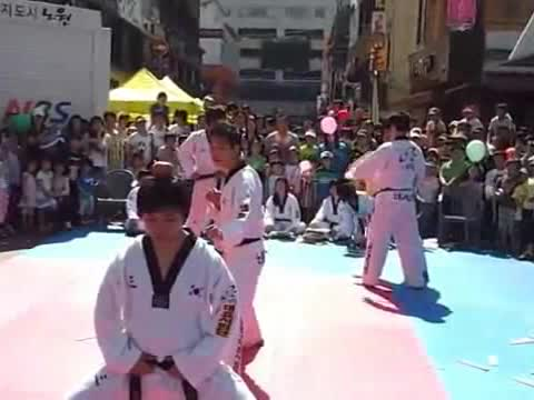 KARATE DEMONSTRATION FAIL