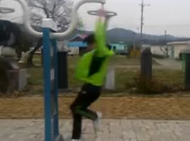 Korean boy spins very fast - Video