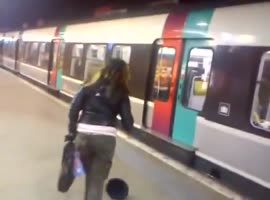 Women thrown out of train - Video