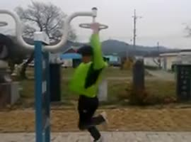 Korean Guy Spins Really Fast - Video