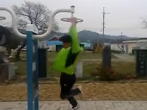 Korean Guy Spins Really Fast