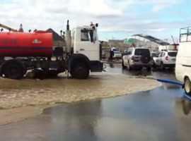 How They Get Rid of the Water on a Flooded Parking Lot in Russia