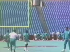 Vintage Dan Marino Completes Ridiculous Pass - Video