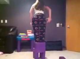 Stupid girl fail - Video