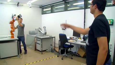 Ultra-fast robot hand grabs objects in the air