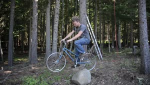 Man Builds Bicycle Powered Elevator - Video
