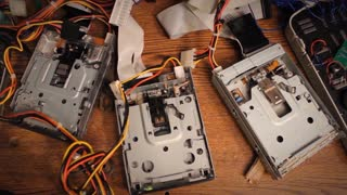 Amazing Musical Floppy Drives! - Video
